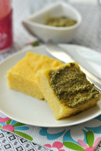 Pestós polentafalatok, gluténmentes recept