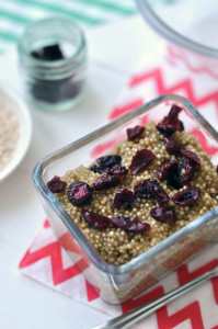 Fahéjas-aszalt áfonyás quinoa reggeli.
