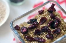 Fahéjas-aszalt áfonyás quinoa reggeli