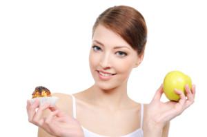 Egészséges táplálkozás: több zöldésg, gyümölcs, kevesebb cukor és só.