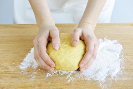 Gluténmentes tészta készítés állomány javítókkal.