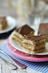 A zserbó egy tipikus klasszikus sütemény. A gluténmentes zserbó receptünket cüliákiások is nyugodtan fogyaszthatják.