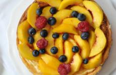 Gluténmentes joghurttorta gyümölcsökkel, édesítőszerrel