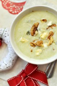 gluténmentes póréleves kéksajtos-diós levesbetéttel