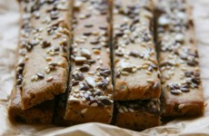 Sokmagvas gluténmentes sós rudak – gyors ropogtatnivalók a mindennapokhoz