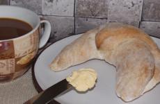Gluténmentes kifli reggelire, uzsonnára