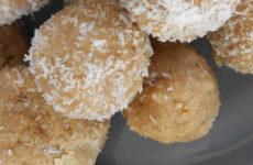 Kókuszos mogyorókrémes gluténmentes golyó édesítőszerrel