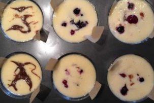 mini gluténmentes sajttorta díszítés