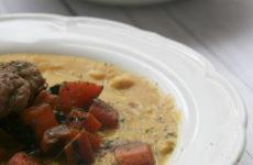 Currys csicseriborsófőzelék – pulykafasírttal, pirított répakockákkal