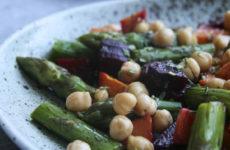 Spárgasaláta sült zöldségekkel