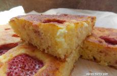 Túrós, epres gluténmentes sütemény, olcsó, gyors, finom.