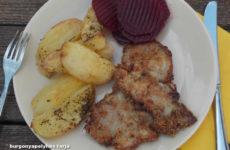 Tepsiben sült burgonya, burgonyapelyhes tarjával - gluténmentes ebéd ötlet