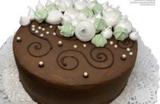 Kakaós csokis gluténmentes piskótás torta habcsókkal