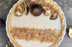 Mézes-fügés gluténmentes pite grillázsmorzsával